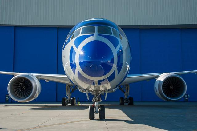 R2D2 Boeing 787 Dreamliner 2