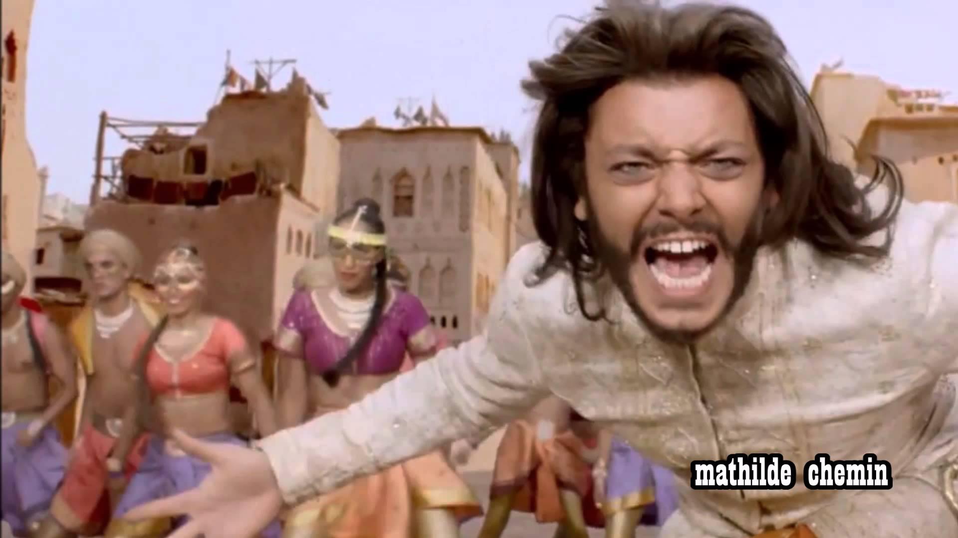 Prenez cette image comme une mise en garde : à l'image de ce clip de Yallah Yallah, Aladin est une épreuve.