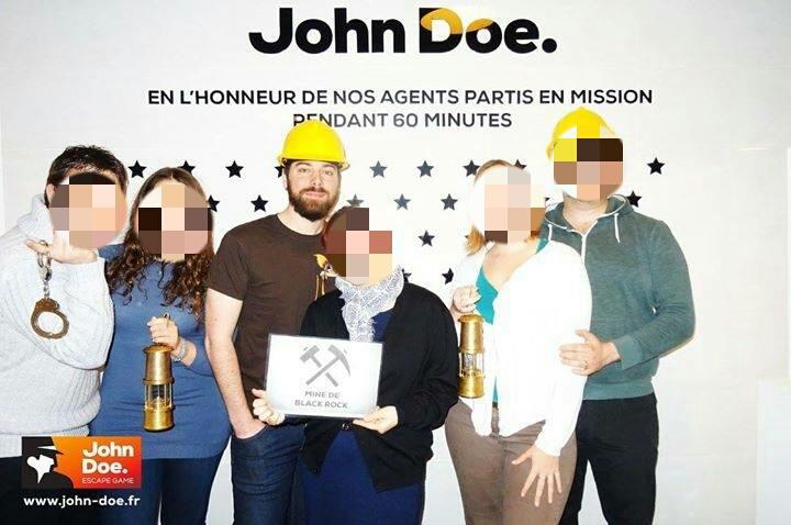 Gizmo le bricoleur et ses pixels sont venus à bout des deux missions de l'agence John Doe (ici à la sortie de la Mine de Black Rock)