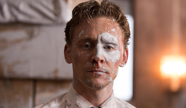 Tom, si tu veux te maquiller il faudrait peut-être que tu prennes une coach.
