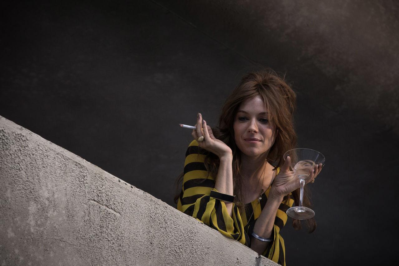 Sierra Miller est également épatante dans le rôle de Charlotte Melville. Mais difficile d'en parler sans spoiler.