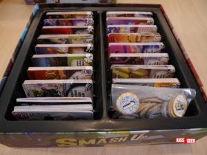 La boîte du jeu de base peut accueillir l'ensemble du matériel d'elle-même (duh !) et deux extensions