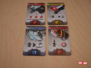 Il y a 4 types d'équipement différents avec chacun un pouvoir. De gauche à droite et de bas en haut : Déplacer un adversaire, augmenter les dégâts d'une attaque, se téléporter n'importe où sur le plateau et marquer un joueur qui vous tire dessus