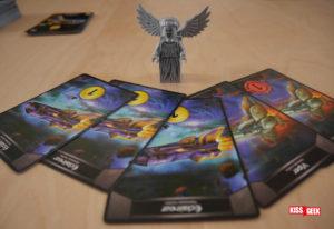 Cet ange pleureur est perplexe en voyant sa main de départ. Il va falloir qu'il se bouge pour construire son armée !